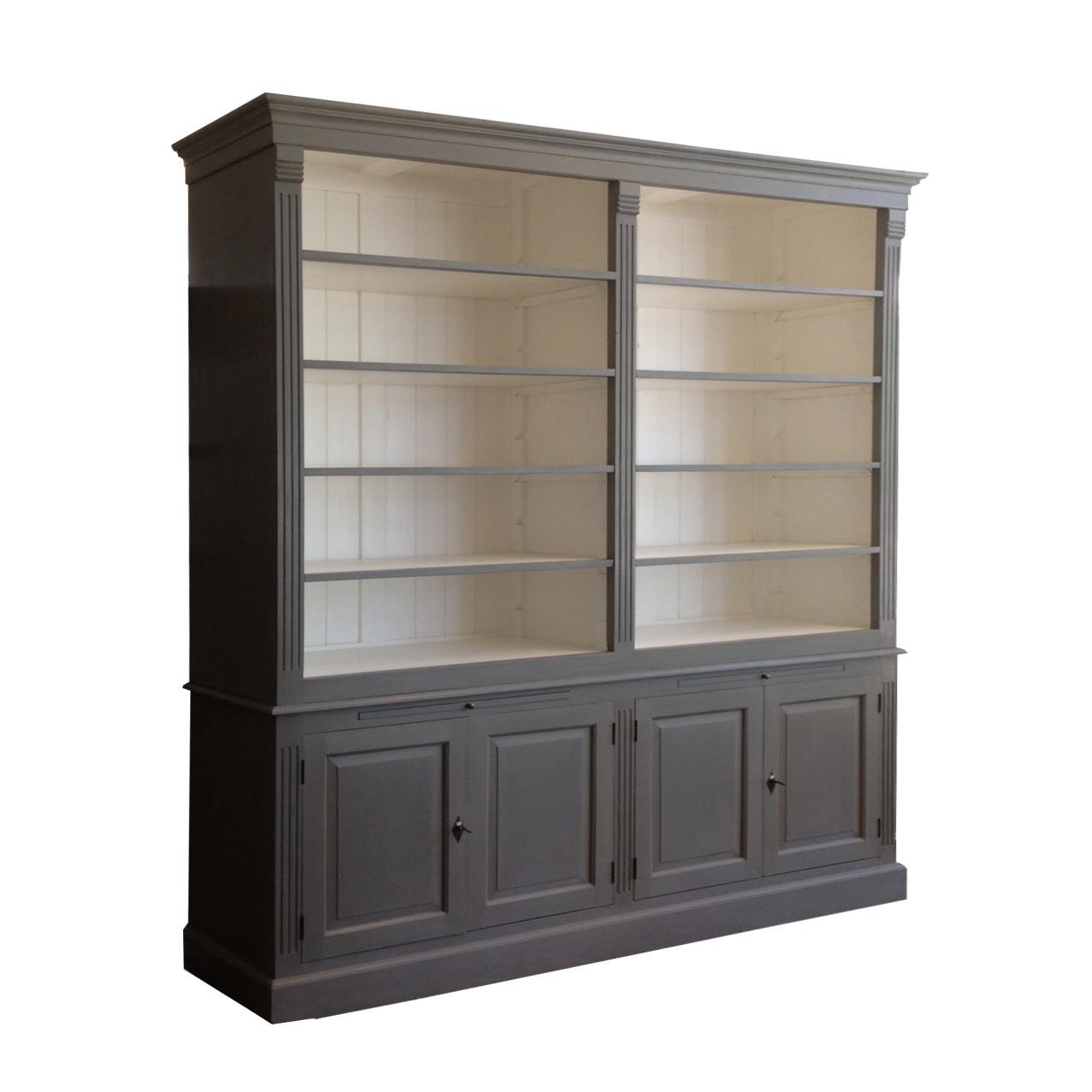 grijze boekenkast met witte binnenkant